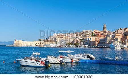 Pleasure Motorboats For Rent In Bay Of Gaeta