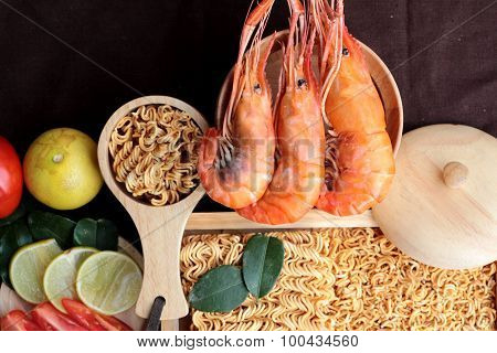 Dry Instant Noodle - Asian Ramen And Shrimp ,vegetables For Soup.