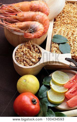 Dry  Noodle - Asian Ramen And Shrimp ,vegetables For Soup.