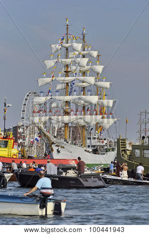 The Arc Gloria Leaving Amsterdam