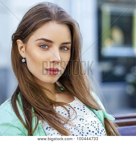 Close up portrait of a beautiful brunette woman, outdoors