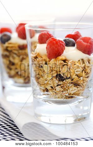 Layered breakfast cereal with yoghurt and fresh berries