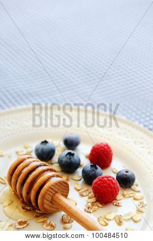 Oats, fresh berries and honey form a well balanced diet