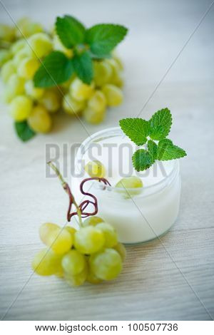 Home Sweet Yogurt With Fresh Grapes