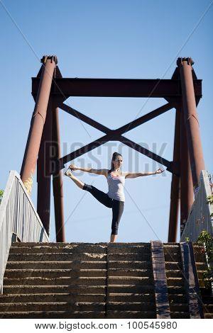 Street Yoga: Utthita Hasta Padangushthasana