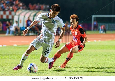 Sisaket Thailand-april 4: Lee Ho Of Port Fc (white) In Action During Thai Premier League Between Sis