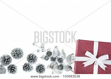 Luxury Color Gift Box For Holiday Event Silk Wrap Pine Cone