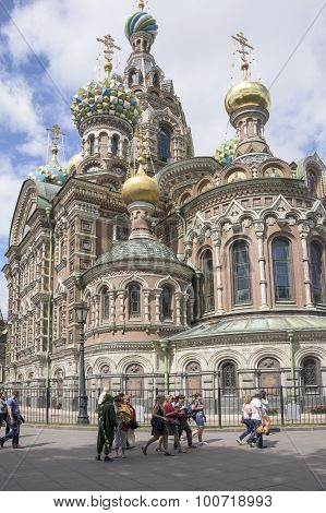 Tourists Visit The Church Of The Resurrection (savior On Spilled Blood)