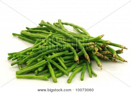 bunch of fresh cut long beans