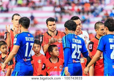 Sisaket Thailand-june 21: Victor Amaro Of Sisaket Fc. (middle) Shake Hands With The Opponent Before
