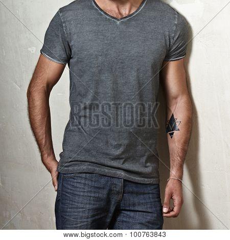 Muscular man wearing blank grey t-shirt