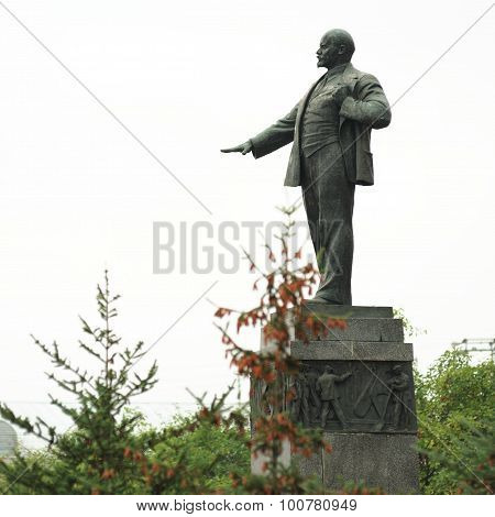 Lenin Monument In Orel, Russia With Fur Trees