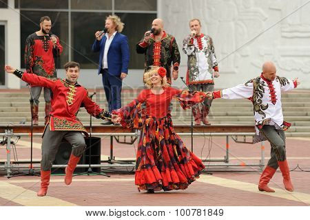 Orel, Russia, September 5, 2015: Cossacks Dancing In Traditional Suits During Autumn Fair In Central
