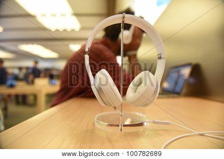 White Dr Dre headphones
