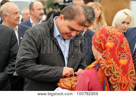Orel, Russia, September 5, 2015: Vadim Potomsky, Orel Governor Tasting Bread Given By Woman In Tradi