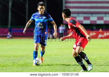 Sisaket Thailand-august 12: Chonlatit Jantakam Of Chonburi Fc (blue) In Action During Chang Fa Cup B