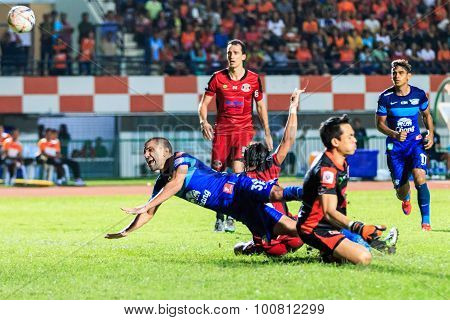 Sisaket Thailand-august 12: Thiago Cunha Of Chonburi Fc (blue) In Action During Chang Fa Cup Between
