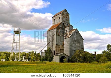 Old water tower-Old grain elevator