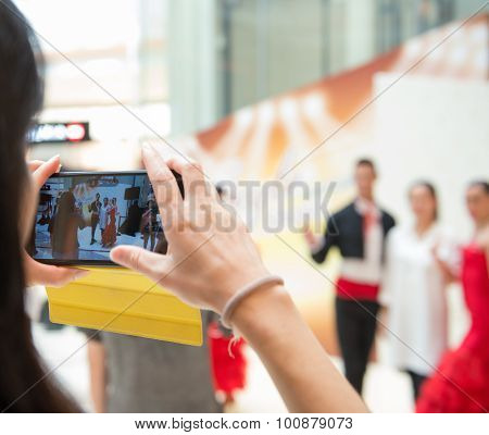 Macao, China - June 25, 2015:people Taking Photos Together With Dancing Performers In New Sands Maca