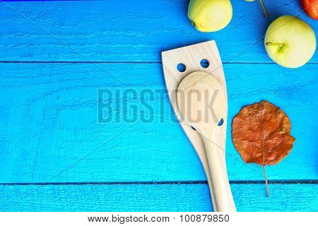 Kitchenware, autumn leaf and apples