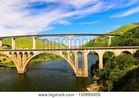 bridge over the river Douro valley, Peso da Regua, Portugal