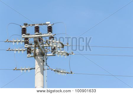 Power Pole With External Electric Separator On Top