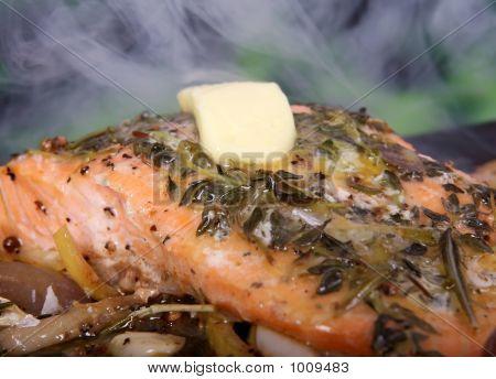 Sommer Essen, rose farbig Fish Steak in Wein marinade