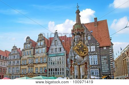 Bremen Marketplace, Old Town With Roland Statue