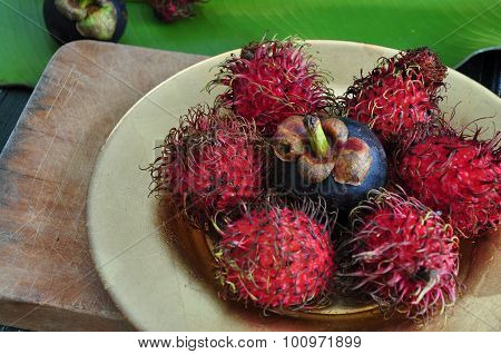Rambutan And Mangosteen On Plate