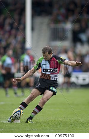 TWICKENHAM, ENGLAND. 17 SEPTEMBER 2011.  Harlequins Nick Evans, kicks a penalty during the Aviva premiership rugby union match between Harlequins and Gloucester played at The Stoop Twickenham.
