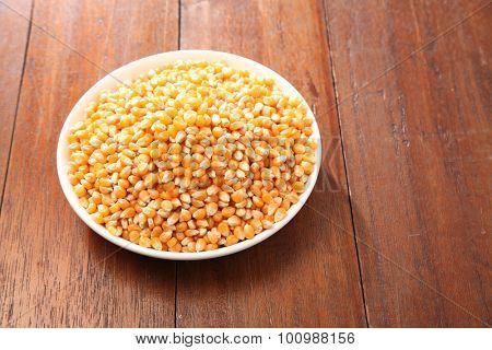 yellow corn grits in the white plate