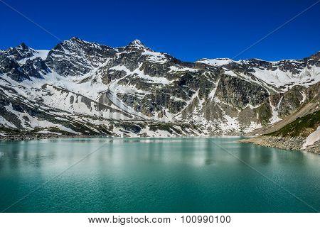 Serrù Lake