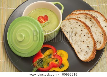 Cream-soup  Spinach And Mushroom With Whole Wheat Bread