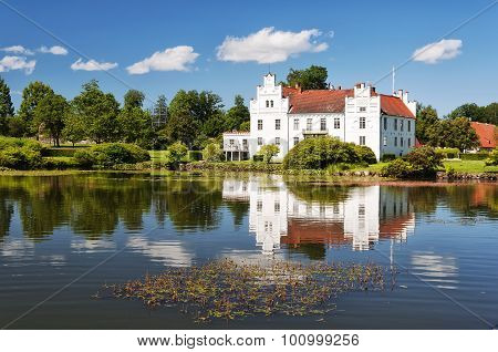 Wanas Slott And Lake
