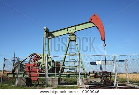 Small Deep Mining Crude Oil Well In Europe