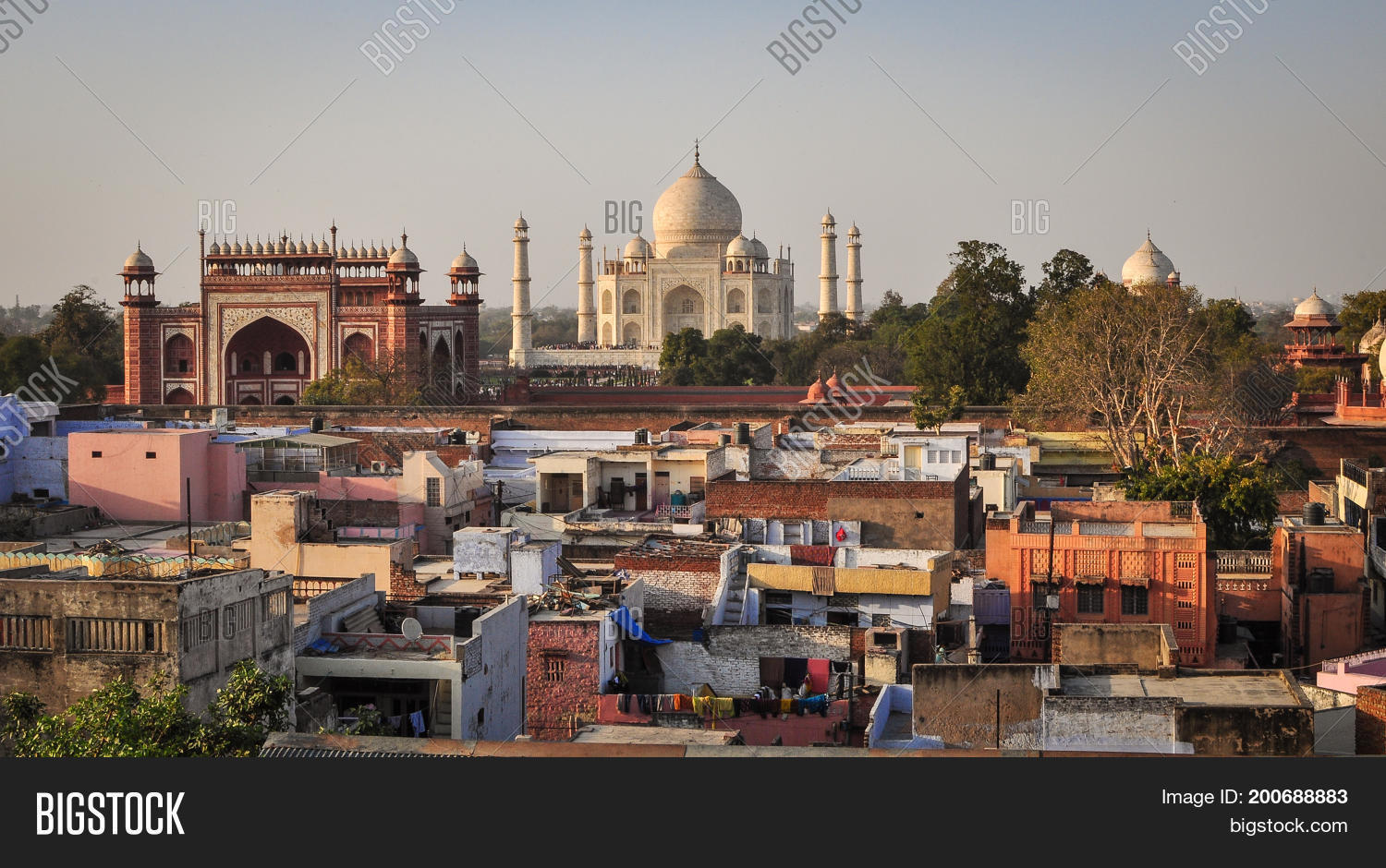 agra city The city of agra is a major tourist destination because of its many architectural places of interest especially mughal-era buildings are very popular.