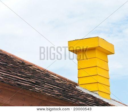 Cheminée bois jaune