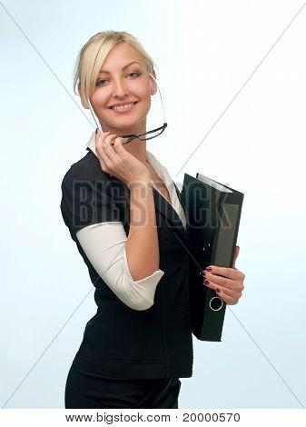 Vrouw In een pak met glazen