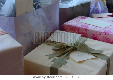 Gifts/Wedding/Shower