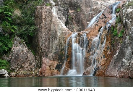 Cascate to lake