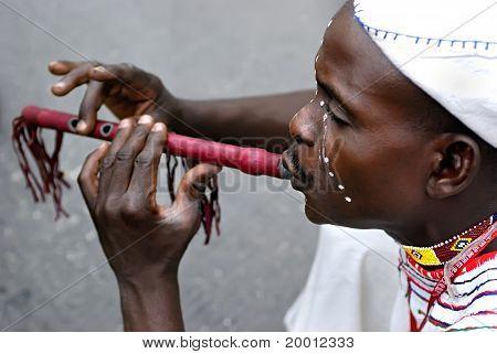 Nigerianische Flötist
