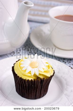 Lemon Flavoured Daisy Cupcake & Tea