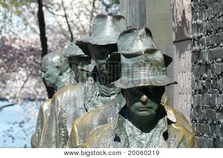 depression breadline sculpture of men