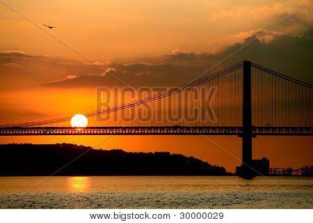 里斯本桥在日落