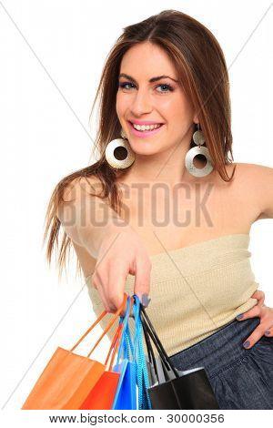 令人惊叹的年轻妇女背着购物袋白色背景的肖像