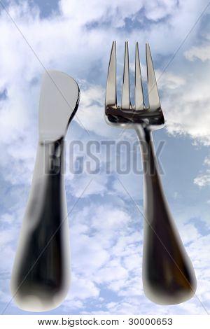 刀和叉隔离在云外出用餐