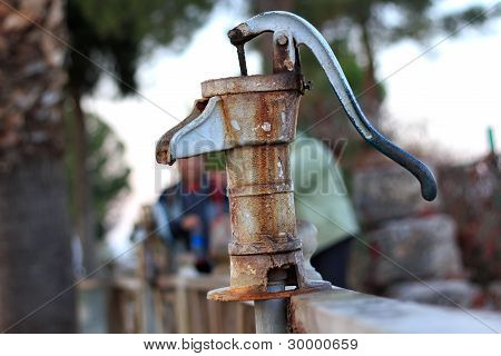 旧水泵在克里奥帕特拉的春季棉花堡