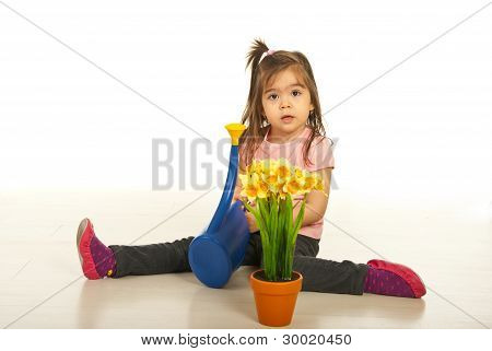 Mädchen Bewässerung Pflanzen