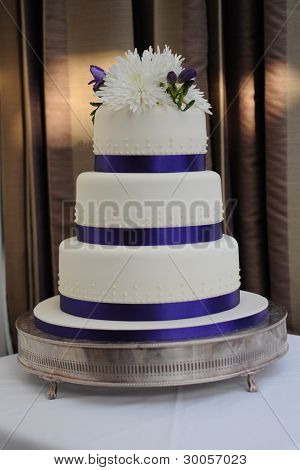 Modern Simple Wedding Cake