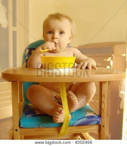 The Baby Eats A Porridge